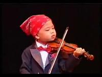 Thần đồng violin 5 tuổi