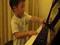 Thần đồng piano 5 tuổi
