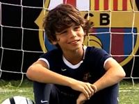 Cậu bé khuyết tật đam mê bóng đá