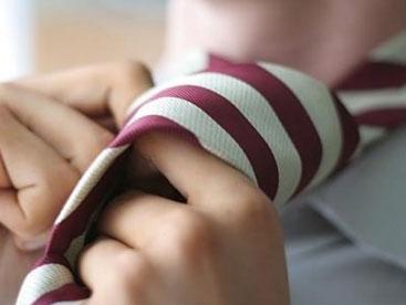 Thắt cà vạt giúp bố nào