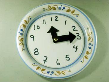 Cùng làm chiếc đồng hồ bằng đĩa giấy nhé