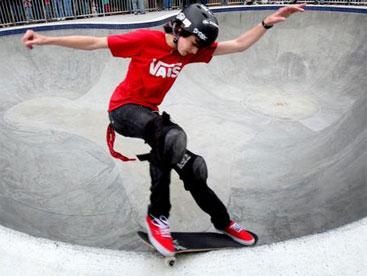 Mikee Ofriel vận động viên trượt nhí