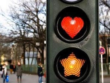 Bé tìm hiểu đèn giao thông nào