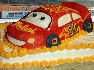 Làm bánh hình ô tô có khó không