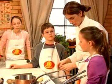 Bé đã biết sử dụng dao làm bếp đúng cách chưa?