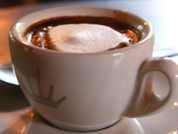 Ly café lớn nhất thế giới