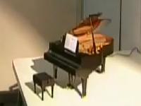Cây đàn piano nhỏ nhất thế giới