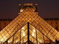 Kim tự tháp tại Paris