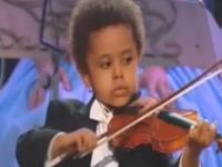 Nghệ sĩ violin 3 tuổi