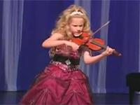 Cô bé 7 tuổi chơi violin