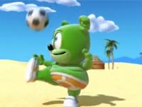 Gummibar chơi bóng đá