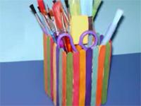 Làm ống cắm bút bằng vật liệu tái chế