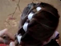 Tết tóc với dải ruy băng
