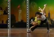 Hai bé nhảy Michael Jackson