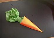 Làm cà rốt bằng giấy màu