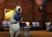 Chú gấu Bernard chơi Bowling