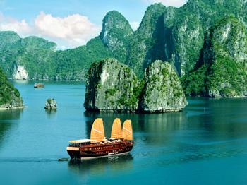 Khám phá vịnh Hạ Long