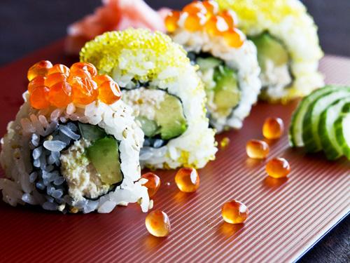 Khéo tay giúp mẹ làm sushi